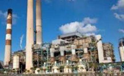 Por la sobreoferta de gas y renovables, se desploma el consumo de líquidos en usinas