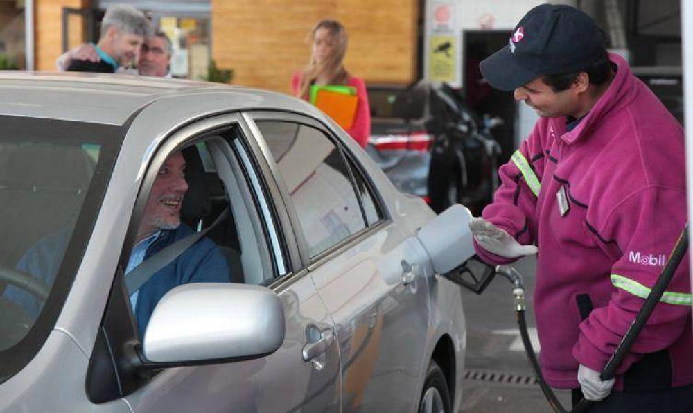 """Advierten sobre una """"canibalización entre estacioneros"""" por la caída en las ventas"""