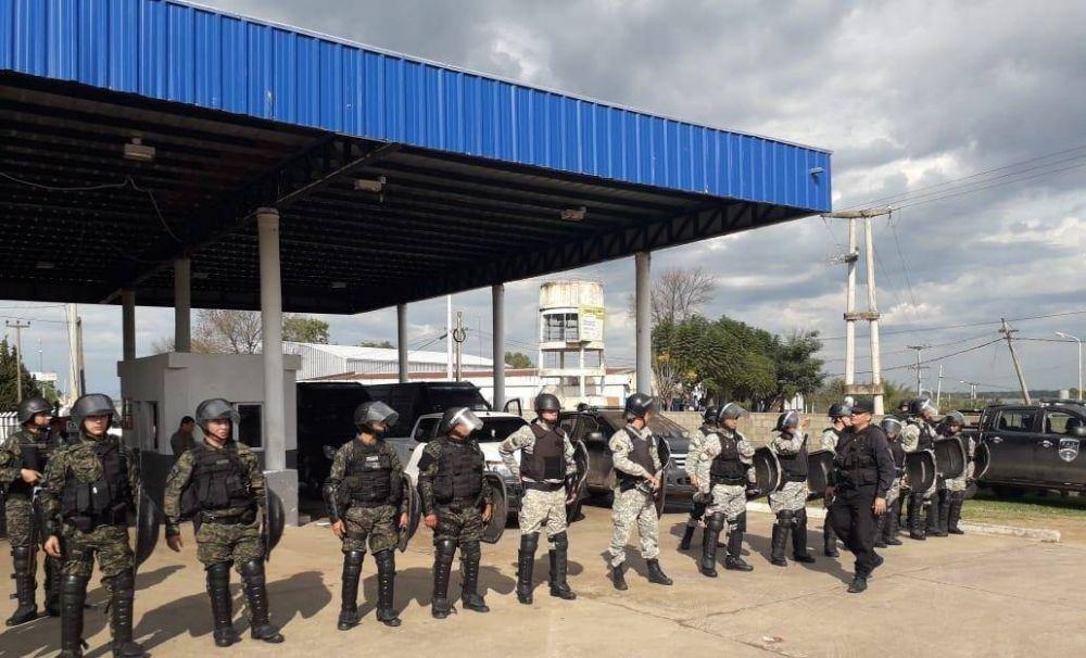 Con represión y despidos buscan romper la huelga de choferes de Corrientes