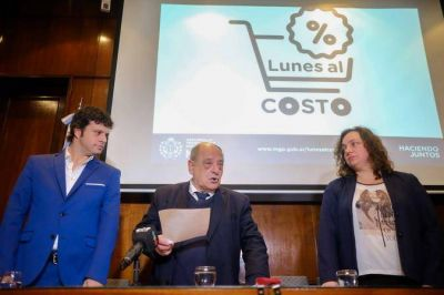 """Arroyo lanzó el Programa """"Lunes al Costo"""" para favorecer la producción local"""