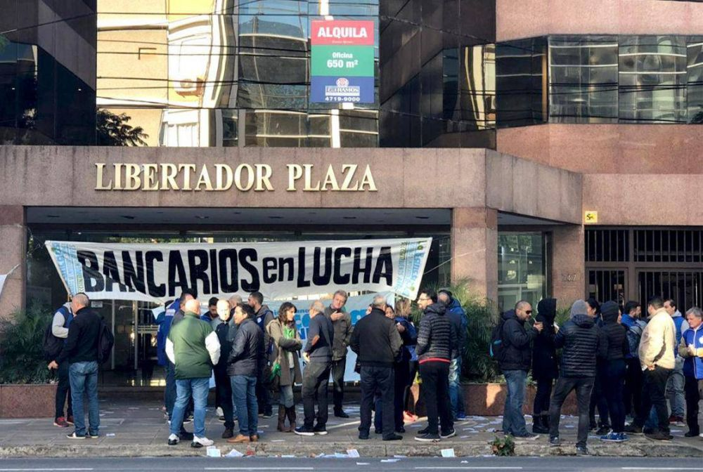 El Banco Cetelem deja 40 empleados en la calle y se convierte en el primer banco de la era Macri de abandonar la Argentina