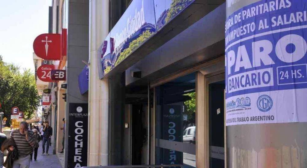 El Gobierno empuja también la flexibilización laboral para los bancarios