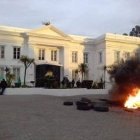 UOCRA protesta en YPF por desvinculación de trabajadores