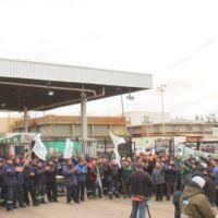 Moyano vs Coto: la empresa impidió el ingreso de 20 camioneros porque se negaron a firmar un cambio en su convenio laboral