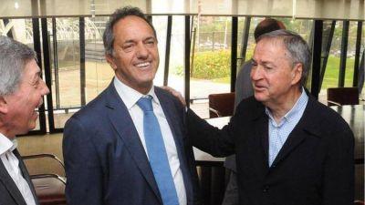 Sin lugar en las listas, Daniel Scioli coquetea con la oposición y anunciaría que se baja de la carrera presidencial