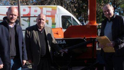 La provincia entregó maquinaria para la gestión de residuos en el del departamento General López