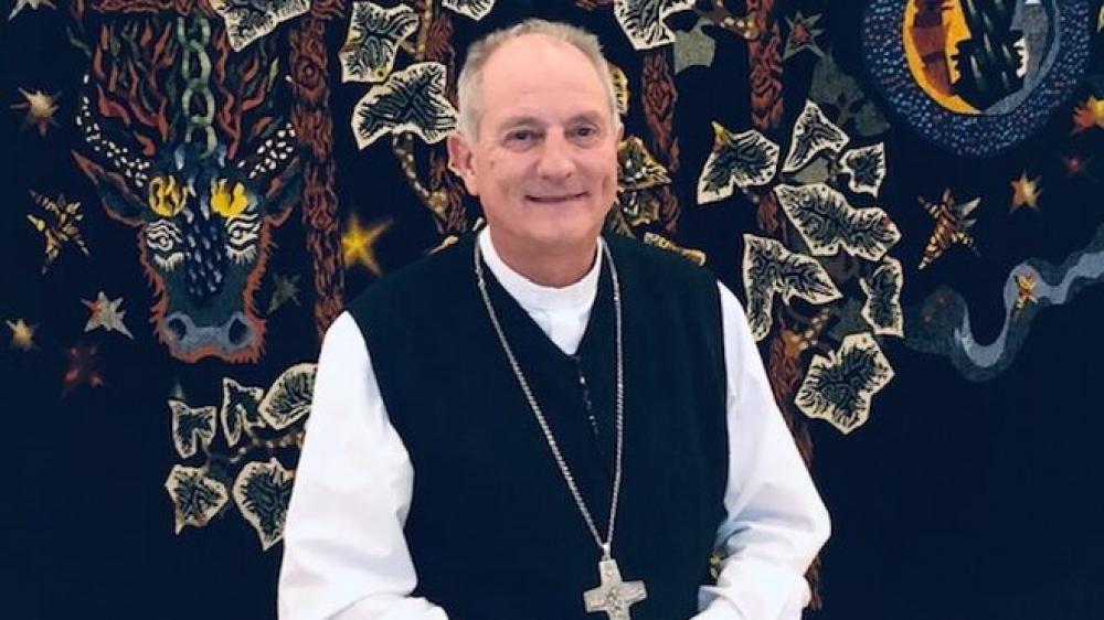 Un obispo argentino cruzó a los críticos de Francisco en el mundo
