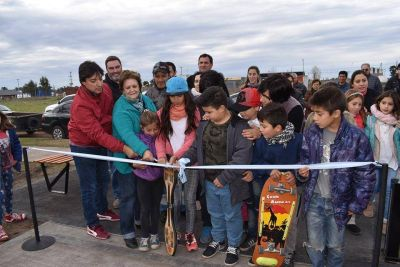 Intendente Acerbo inauguró la nueva plaza de los Barrios Horizonte y Villa Pardo