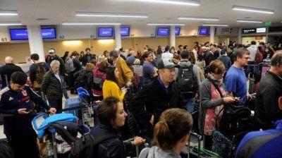 Continúa el paro de controladores aéreos que afecta a vuelos de todo el país