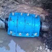 Se repararon dos caños maestros para normalizar la presión de la red de agua