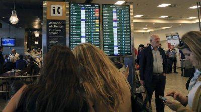 Gremio de controladores aéreos retomó paro parcial y hay vuelos afectados por demoras