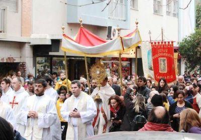 Multitudinaria participación de católicos que manifestaron su fe en Corpus Christi