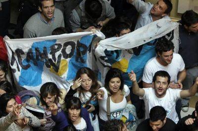 Malestar de los intendentes del PJ por el favoritismo a La Cámpora