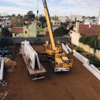El municipio inició los trabajos de montaje de la estructura del complejo de piletas cubiertas