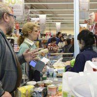 Las ventas en los supermercados cayeron 12,6% en abril