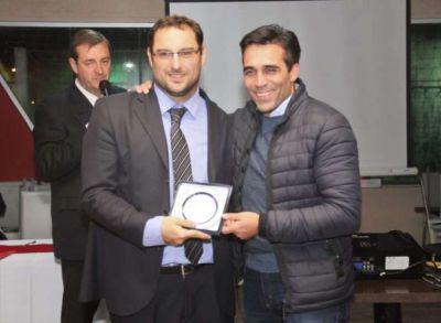 El intendente le entregó un presente a Huracán por los 100 años del club