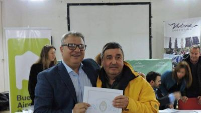 El intendente Bordoni entregó escrituras