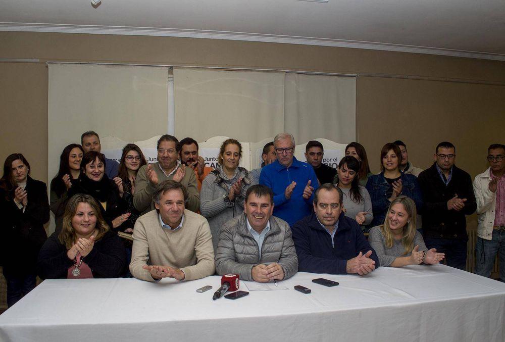 Presentación de la lista Juntos por el Cambio Azul encabezada por el intendente Hernán Bertellys