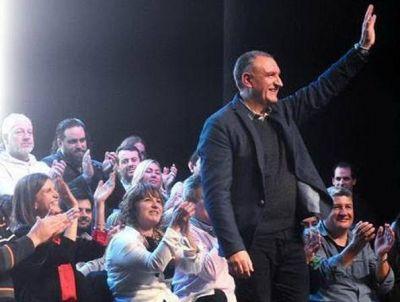 Abrazo Ciudadano feliz con la postulación de Vito Amalfitano como primer concejal