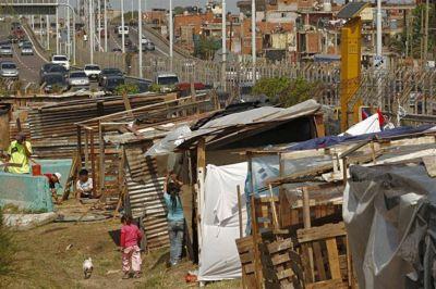 Pobreza: casi el 70% de la población gana menos que la canasta básica