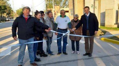 Inauguraron obra de pavimentación, alumbrado público y cloacas en Barrio Jardin