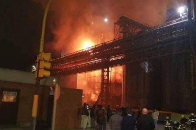 Una fuerte explosión en el Polo Petroquímico sacudió Bahía Blanca