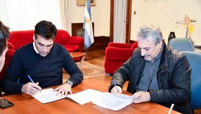 Firmaron el contrato para comenzar el reasfaltado de la Av. 59 y calles céntricas