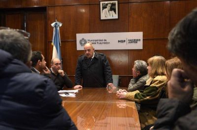 Comerciantes afectados por los cortes en el municipio se reunieron con Arroyo