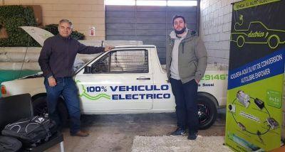 Comenzaron a transformar autos fundidos en vehículos eléctricos
