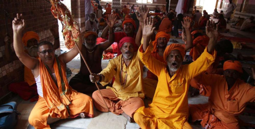 Miles de hindúes peregrinan hacia la cueva-santuario de Amarnath