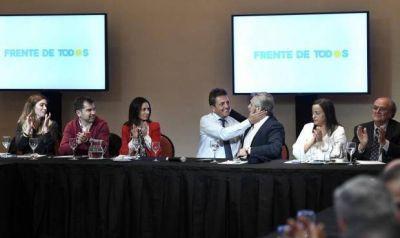 Jimena López en la misma mesa con Alberto Fernández y Massa