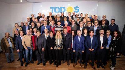 Axel Kicillof y Sergio Massa arrancaron la campaña juntos con una cumbre de 60 intendentes peronistas de la provincia de Buenos Aires