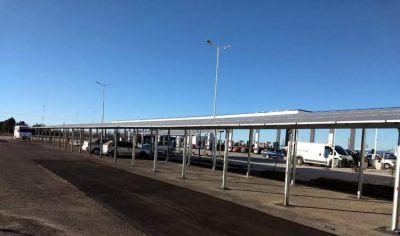 Instalan playa de estacionamiento solar que produce energía para toda la Estación de Servicio