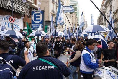 Masiva protesta frente al ANSES por un sistema previsional integral e inclusivo