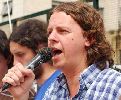 Christian Castillo, candidato a gobernador por el Frente de Izquierda Unidad, visita Necochea