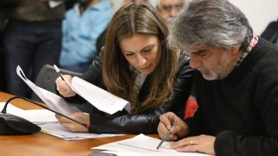 La oposición vuelve a unirse para impulsar una ley que prohíbe los despidos