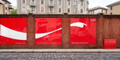 Coca-Cola usa su logo para fomentar el reciclaje en campaña outdoor