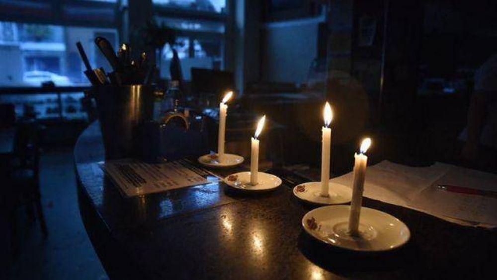 Por el mega apagón, compensarán a todos los usuarios de luz del país