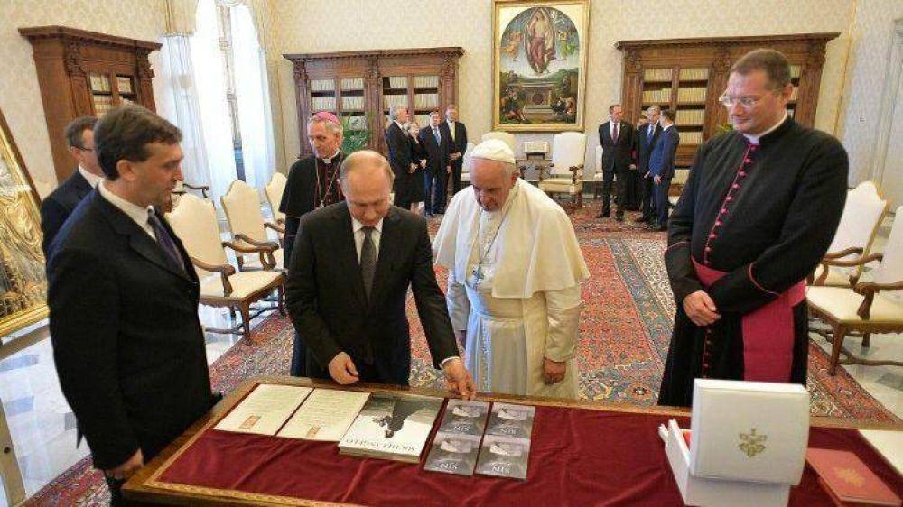 El Papa recibe al presidente ruso Vladimir Putin: una hora de charla