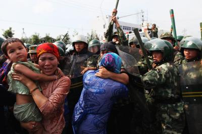 China separa a chicos musulmanes de sus padres y los recluye en orfanatos