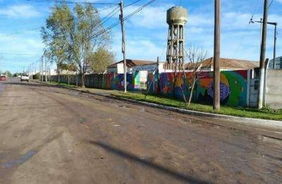 Puerto Quequén pavimenta los accesos a las Escuelas, Jardines y el Hospital de Quequén