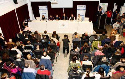 Precandidatos a intendente expusieron sus propuestas en un debate