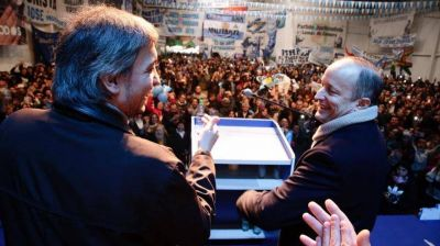 """Junto a Máximo Kirchner, Insaurralde lanzó su campaña en Lomas de Zamora: """"Vamos a construir la esperanza"""""""