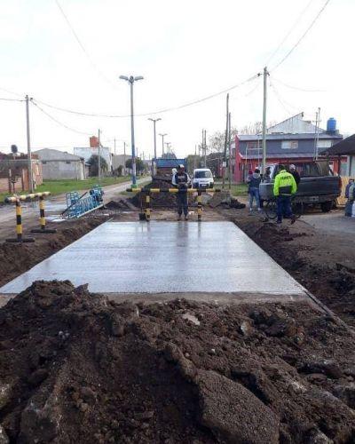 Mejoras en el asfalto de ingreso al barrio Santa Elena