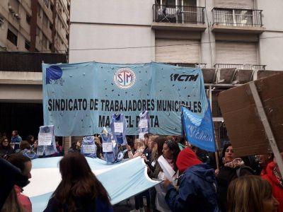 Docentes municipales no cobraron el sueldo y apuntan a Mourelle