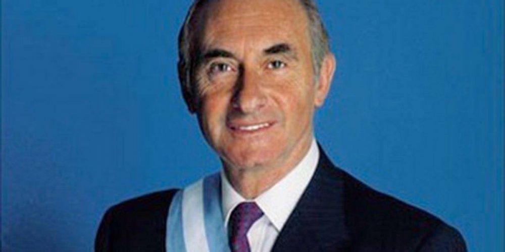 "Muere De la Rúa, expresidente argentino que calificó a Bergoglio como ""un santo"""
