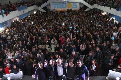 López lanzó la campaña del Frente de Todos junto a Alberto Fernández