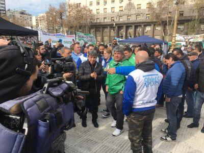 Camioneros y municipales celebraron la independencia con ollas populares