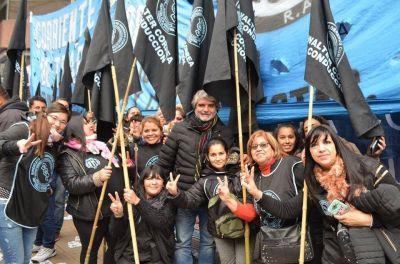 """El Sindicato de Obreros Curtidores lanzó la campaña solidaria: """"Un abrigo contra el ajuste"""""""