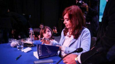 Cristina vuelve a la campaña y se demora la foto con Massa